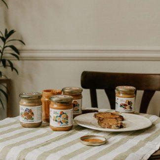 Ореховое масло, хлеб и мед
